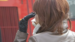 girls-in-leather-jacket-gloves-candid-street